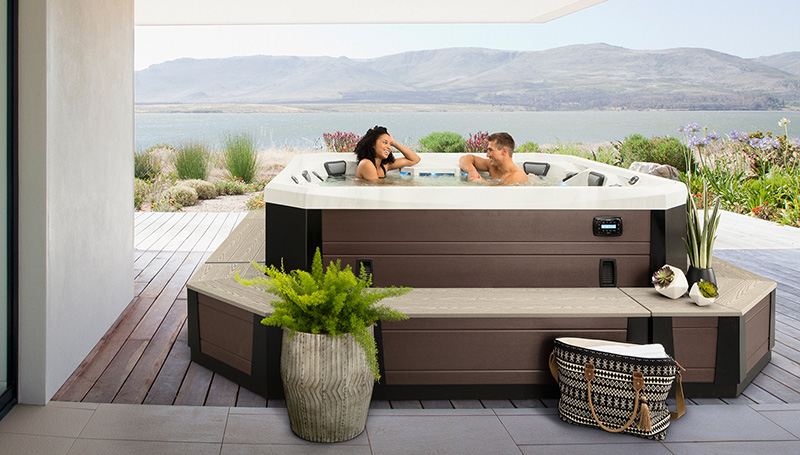 Vector 21 (8 Person) by Marquis Spas